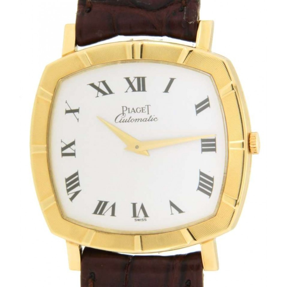 CUSHION ALTIPLANO IN YELLOW GOLD AND LEATHER, 31x32MM W522 12423-03
