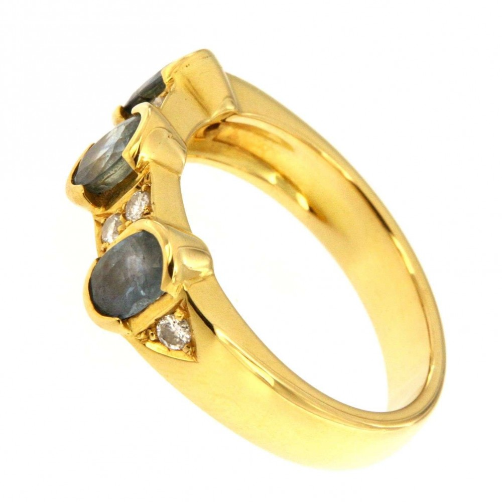 YELLOW GOLD RING WITH DIAMOND AND OVAL TOPAZ J526-03